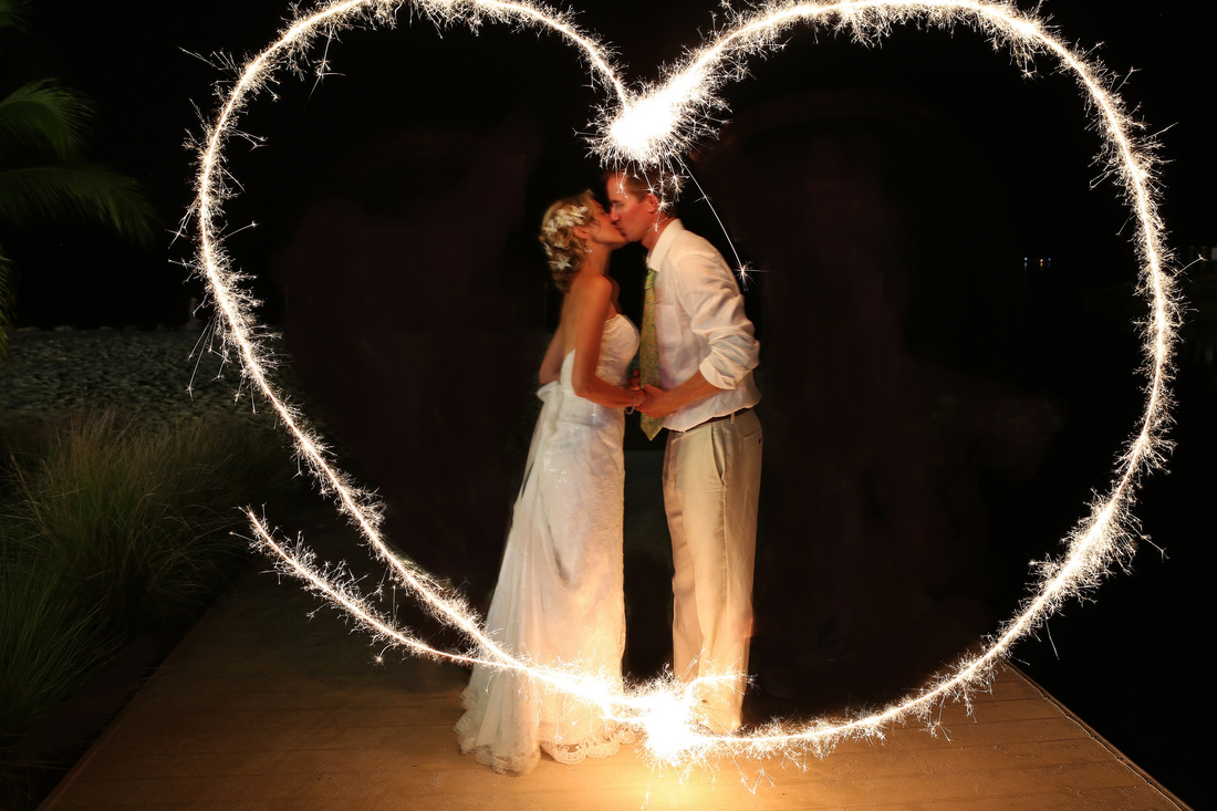 night wedding photography, sparklers, yacht club wedding,v
