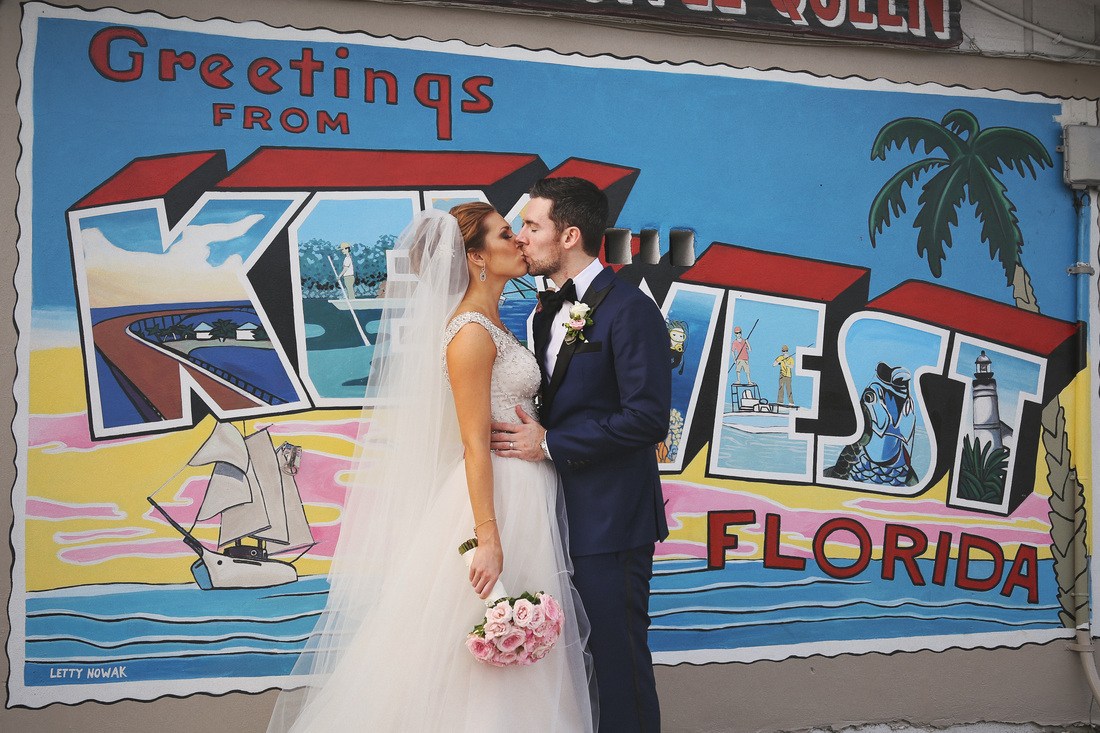 Key West sign, wedding photo, bride and groom kissing, Key West wedding photographers, weddings by romi, romi burianova, miami wedding photographer
