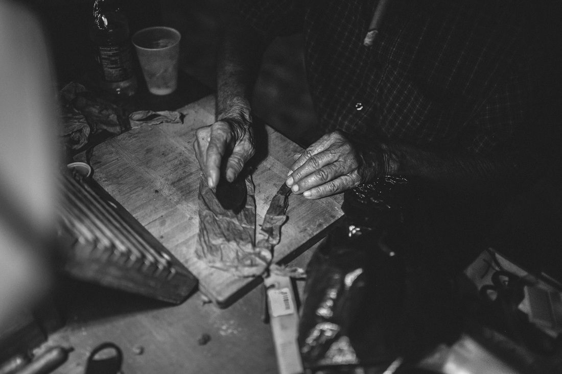 hand picture, rolling cigar picture, cigar picture, romi burianova photography, key west photographer