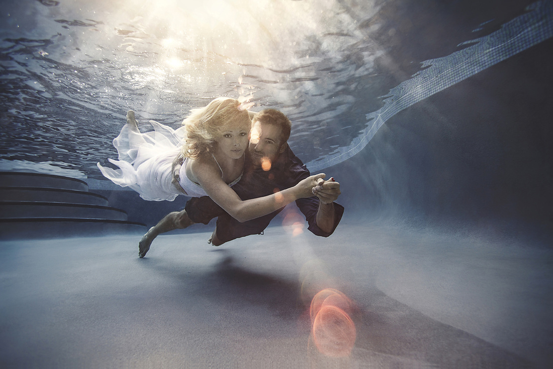 underwater engagement photo, save the date card underwater, ideas for save the date card, submerged, underwater picture,